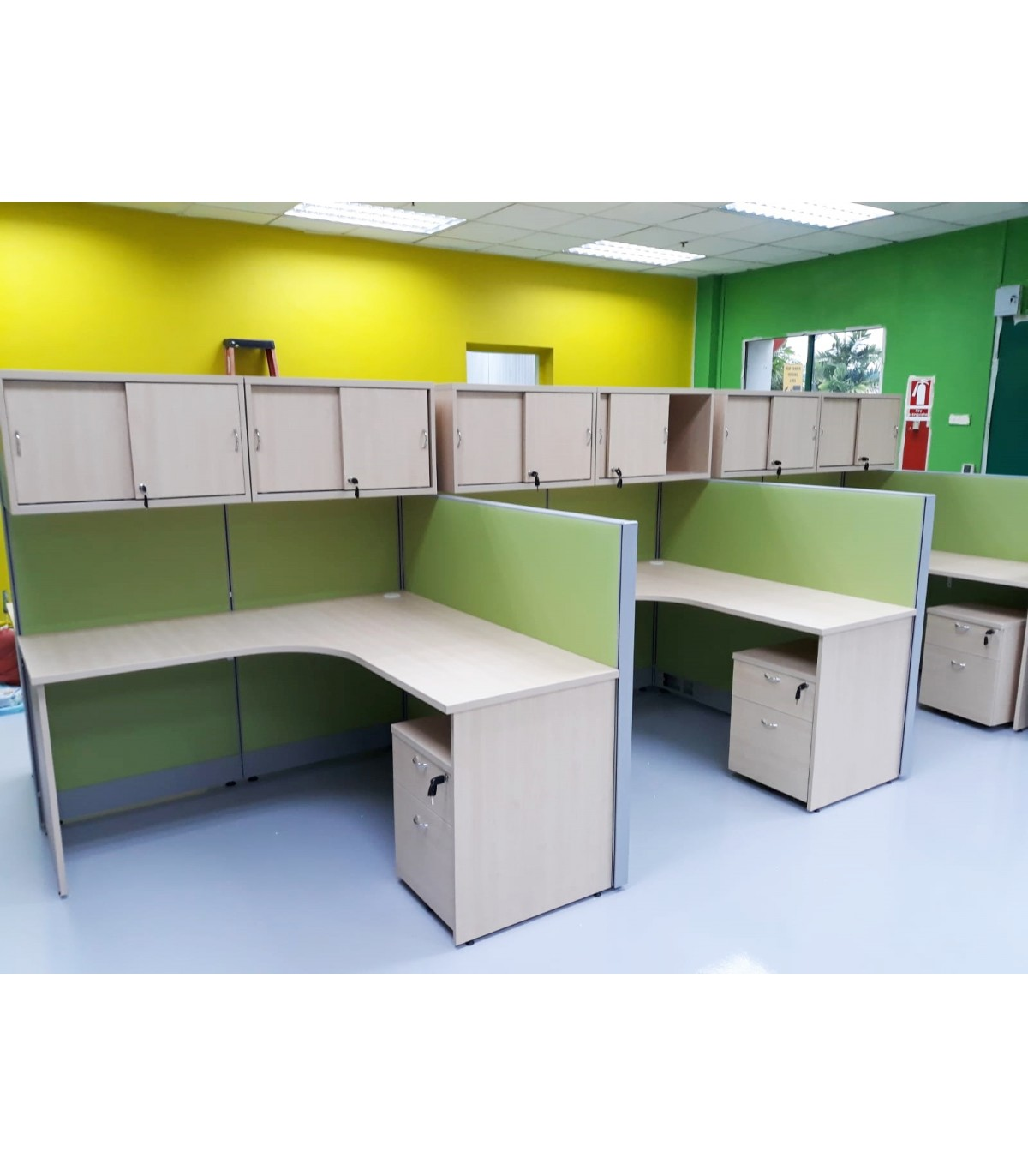 Office Workstation With Hanging Cabinets